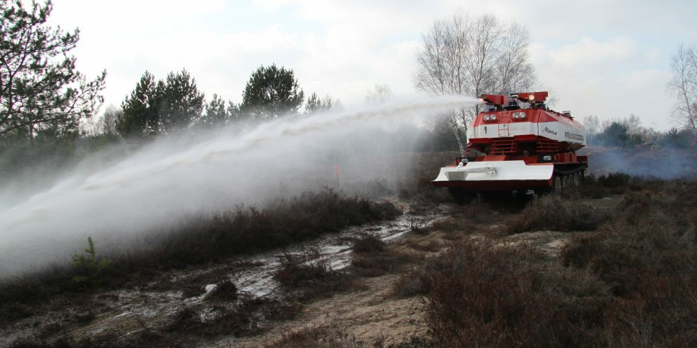 Feuerlöschpanzer im Einsatz